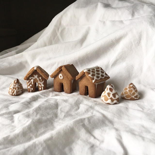 Making winter December: miniature gingerbread houses